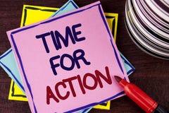 Tiempo del texto de la escritura de la palabra para la acción El concepto del negocio para ahora hace algo para un acto particula Imagen de archivo