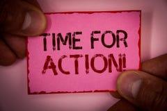 Tiempo del texto de la escritura para la llamada de motivación de la acción El trabajo del desafío del estímulo del movimiento de Fotografía de archivo