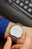 Tiempo en el reloj elegante Foto de archivo libre de regalías