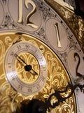 Tiempo en un reloj de abuelo Imágenes de archivo libres de regalías