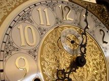 Tiempo en un reloj de abuelo Imagen de archivo