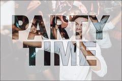 Tiempo Guy Singing del partido del collage en club del Karaoke foto de archivo