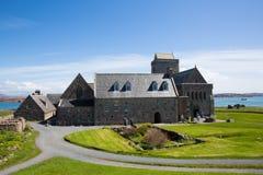 Tiempo hermoso británico de la primavera de Iona Abbey Scotland en este hito histórico en la isla escocesa Fotografía de archivo libre de regalías