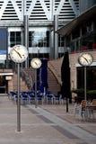 Tiempo, oficinas amarillas del embarcadero en Londres, Reino Unido Foto de archivo