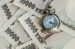 Tiempo pasado en la fabricación del dinero Imagen de archivo