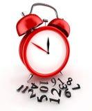 Tiempo perdido. Reloj de alarma rojo 3d. en blanco Fotografía de archivo