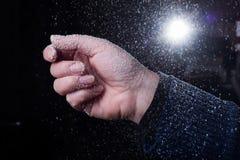 Tiempo que nieva en invierno Foto de archivo libre de regalías