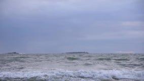 Tiempo tempestuoso del invierno del mar Báltico a principios de enero almacen de video