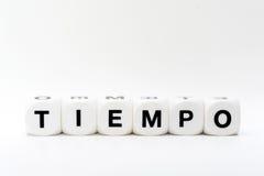 Tiempo, Würfelbuchstaben Stockfoto