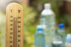 Tiempo y agua calientes fotos de archivo