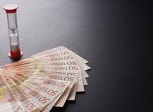 Tiempo y concepto del dinero en negro imagen de archivo libre de regalías