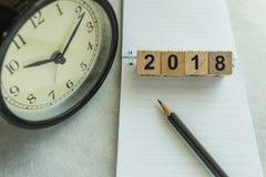 2018 tiempo y concepto del plazo con número de bloques y clo de madera Fotos de archivo