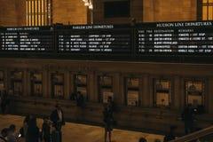 Tiempos del tren y tablero de la salida de los trenes de Harlem dentro del terminal de Grand Central, Nueva York, los E.E.U.U. foto de archivo libre de regalías