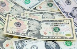 Tien dollarsbankbiljet op anderen Stock Foto's