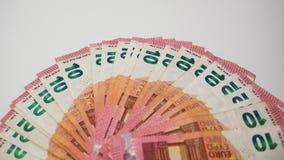 Tien Euro die bankbiljetten uit op een wit bureau, luchttop down mening worden gewaaid royalty-vrije stock afbeeldingen