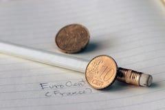 Tien Frankrijk de eurocent op omgekeerde, een kaart, naast de gezichtswaarde, symboliseert zich het verzamelen van de naties van  stock afbeelding