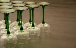 Tien Klassieke Groen stamde Wijnglazen Stock Afbeeldingen