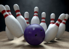 Tien Pin Bowling Pins And Ball Royalty-vrije Stock Foto's