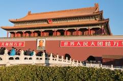 Tienanmenpoort (de Poort van Hemelse Vrede). De toeristen bezoeken Stock Afbeelding