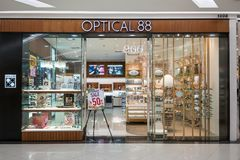 Tienda óptica 88 en la isla de la moda, Bangkok, Tailandia, el 22 de marzo, 20 Foto de archivo