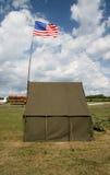 Tienda americana del ejército con el indicador nacional Foto de archivo