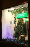 Tienda Benetton Nizhny Novgorod del escaparate de la decoración de la Navidad Imagen de archivo libre de regalías