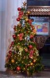 Tienda cercana del árbol de navidad en Kuala Lumpur Fotos de archivo libres de regalías