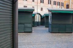 Tienda cerrada de la parada en calle urbana Foto de archivo libre de regalías