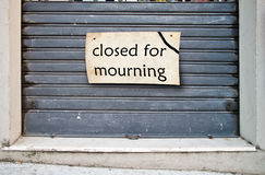 Tienda cerrada para estar de luto Foto de archivo libre de regalías