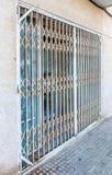 Tienda cerrada y bloqueada después de una quiebra fotos de archivo libres de regalías