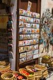 Tienda con los regalos turísticos en Besalu Fotografía de archivo