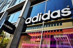 Tienda de Adidas imagenes de archivo