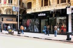 Tienda de Adidas en El Cairo en Egipto fotos de archivo libres de regalías