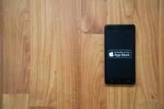 Tienda de Apple app en smartphone Imágenes de archivo libres de regalías