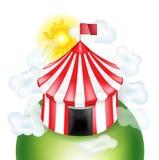 Tienda de circo con los coulds y el cielo soleado aislados en blanco ilustración del vector