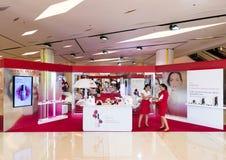 Tienda de Clarins en la alameda de compras de Siam Paragon, Bangkok Imagenes de archivo