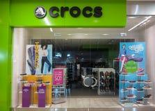 Tienda de Crocs Imagen de archivo libre de regalías