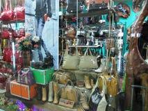 Tienda de cuero de las mercancías Fotos de archivo libres de regalías