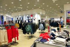 Tienda de diversa ropa Imagen de archivo libre de regalías