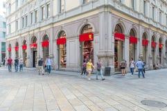 Tienda de Ferrari en Milán fotos de archivo libres de regalías