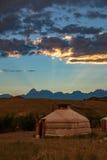 Tienda de Gher en la puesta del sol fotos de archivo