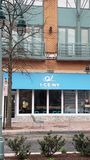Tienda de helado en Shirlington VA 4/2/2019 - helado rodado imagen de archivo