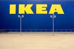 Tienda de IKEA, en el primero plano un parque imagen de archivo libre de regalías