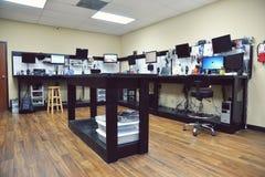 Tienda de informática Fotos de archivo libres de regalías