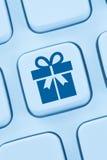 Tienda de Internet de las compras en línea del presente del regalo de los regalos que ordena imagen de archivo