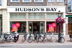 Tienda de la bahía del ` s del Hudson en Leiden, Países Bajos fotografía de archivo libre de regalías