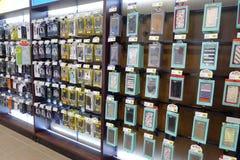 Tienda de la caja del teléfono móvil imagenes de archivo