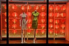 Tienda de la calle adornada en Año Nuevo chino Imagen de archivo libre de regalías