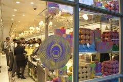Tienda de la confitería de Ladurée en París Imagen de archivo libre de regalías
