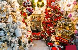 Tienda de la decoración de la Navidad, decoración del árbol de Navidad Fotografía de archivo